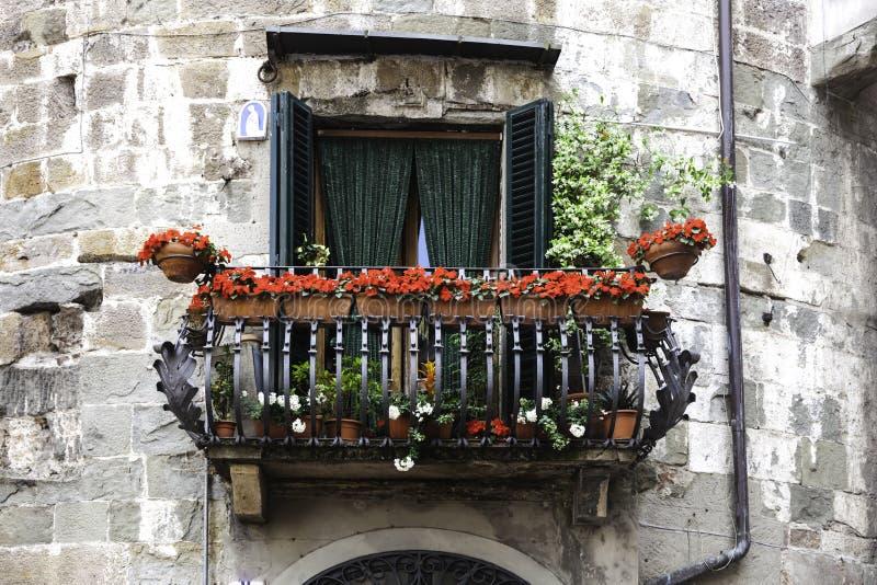 Balkon in Lucca, Toskana, Italien lizenzfreie stockbilder