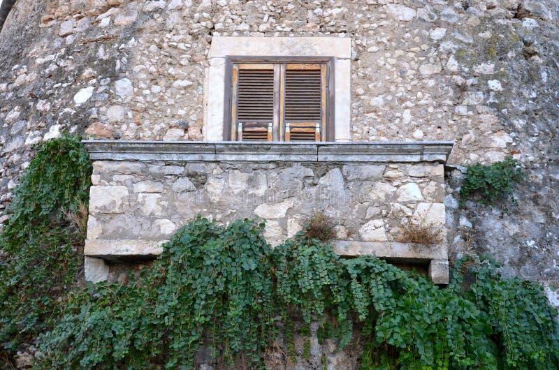 Balkon met kappertjes royalty-vrije stock afbeelding