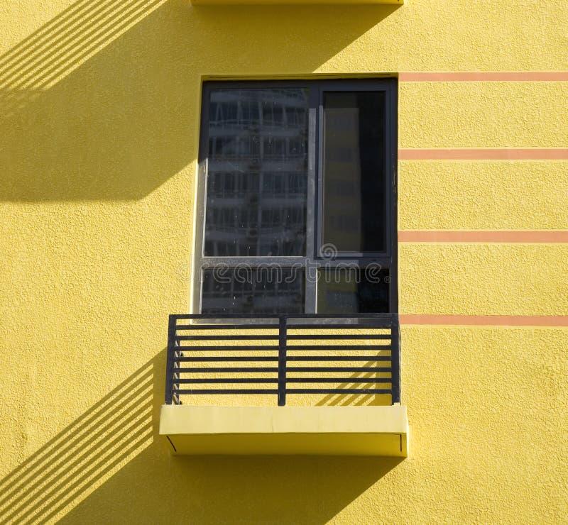 Balkon und Fenster lizenzfreie stockfotos