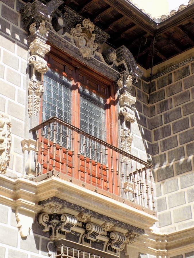 Balkon van Palace- van La Madraza de architectuur van Nazari Granada-Andalusia royalty-vrije stock foto's