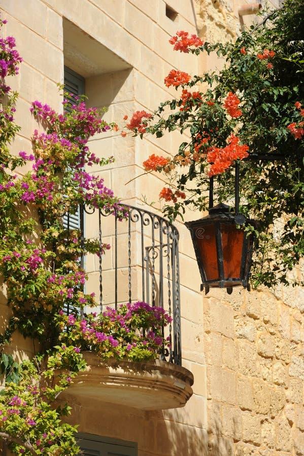Balkon w średniowiecznym Mdina, Malta. zdjęcie stock