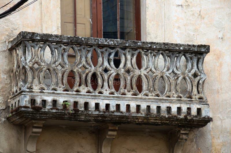 Balkon z kamiennymi łukami obrazy stock