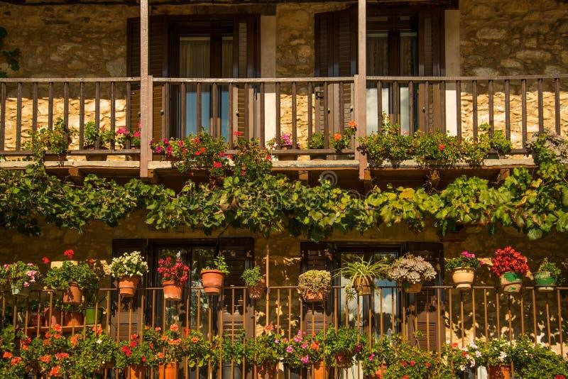 Kwiaty na balkonach zdjęcie royalty free