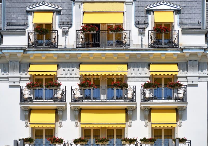 Balkong av ett hotell royaltyfria bilder