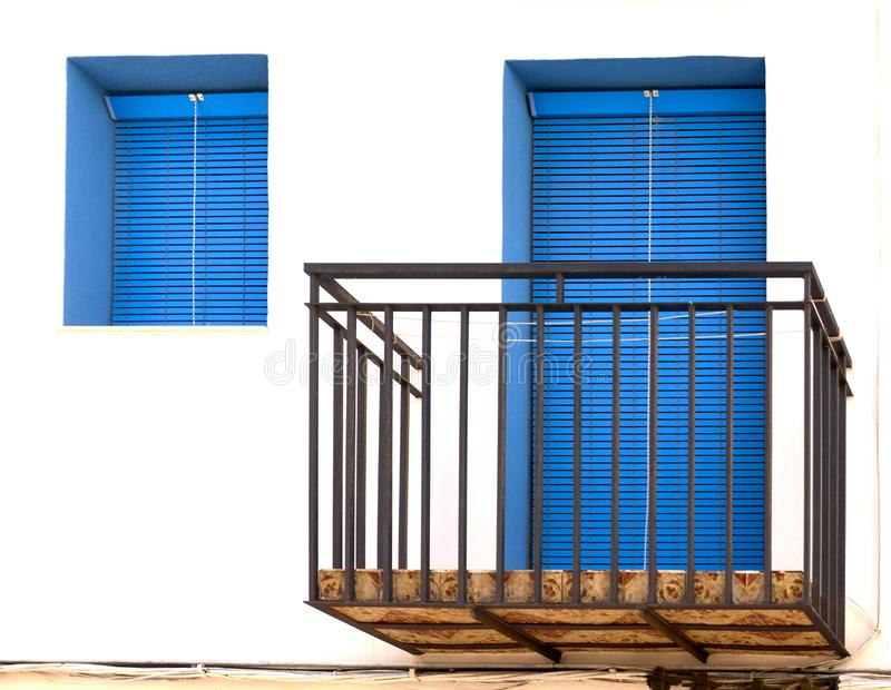 Balkong med dörren och fönstret royaltyfri foto