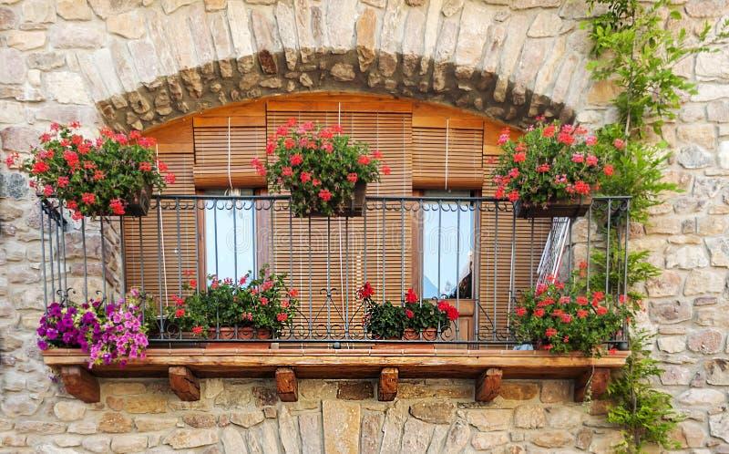Balkong med krukor royaltyfria bilder