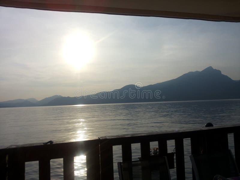 Balkong på sjön royaltyfria bilder