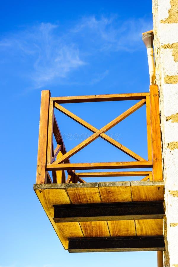 Balkong som göras av trä arkivfoton