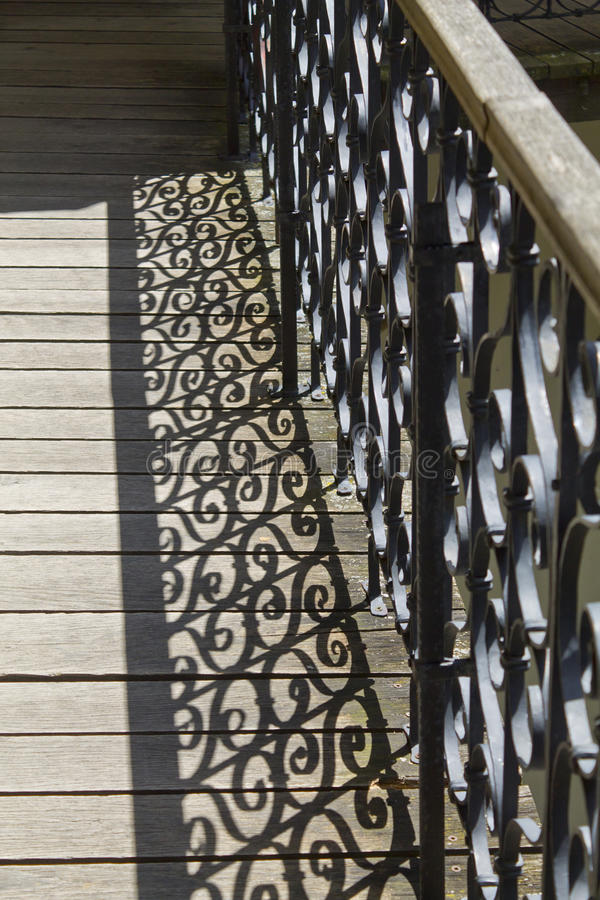 balkongstaketskugga royaltyfri fotografi