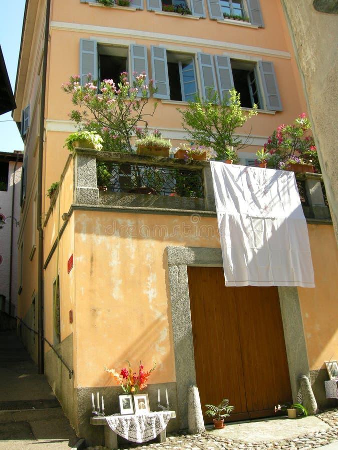balkongtuscan typisk villa fotografering för bildbyråer