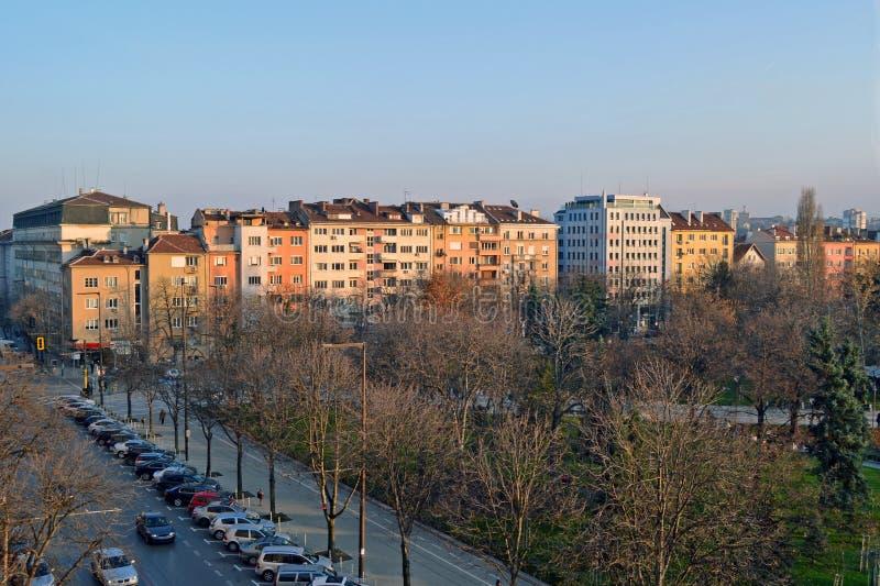 Balkonmening van Gebouwen dichtbij het nationale paleis van cultuur NDK in het centrum van Sofia, Bulgarije stock afbeeldingen