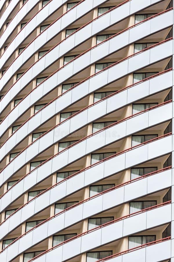 Balkons in Gebogen Hotel royalty-vrije stock afbeelding