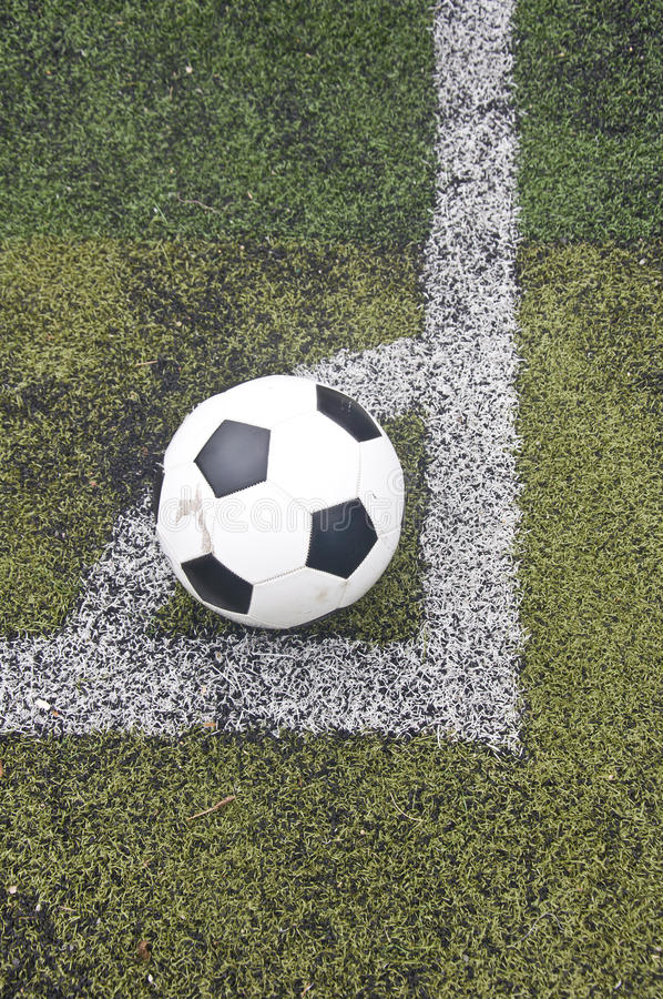 Download Ball On Corner Line Royalty Free Stock Images - Image: 31877109