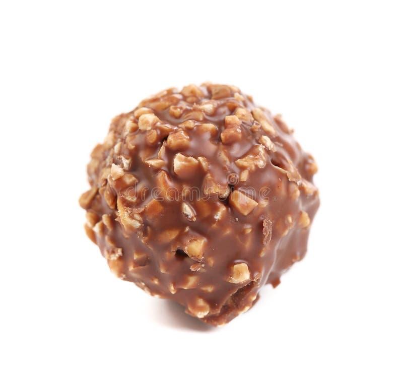 Ball der süßen Schokolade gefüllt mit Haselnüssen stockfotografie