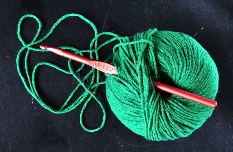 Ball des Garns in der grünen Farbe lizenzfreies stockfoto