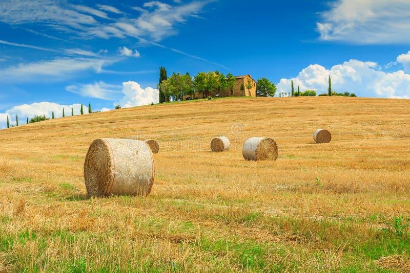 balla di fieno e della fattoria in toscana italia europa