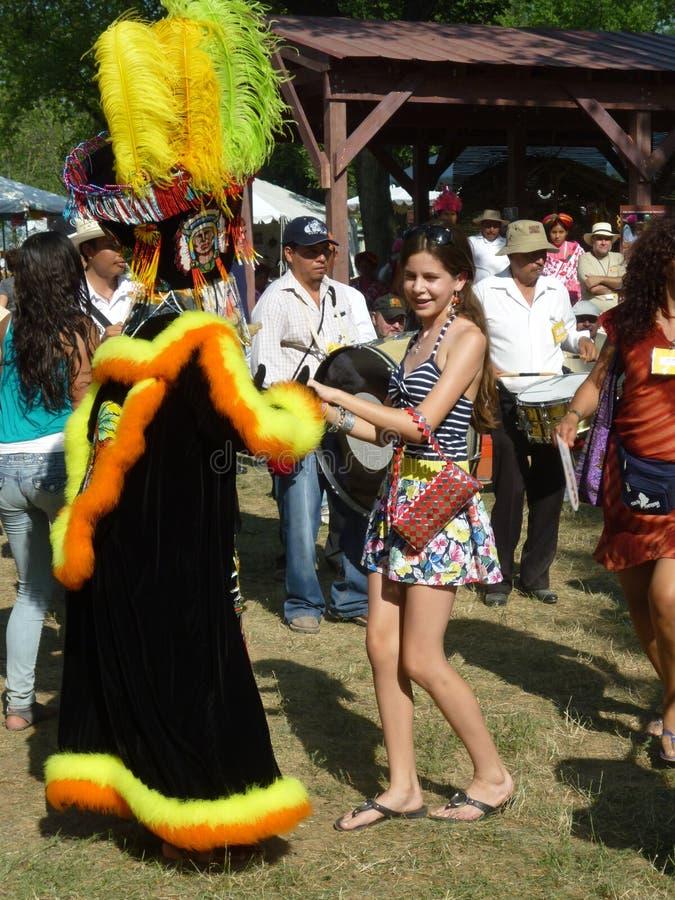 Ballando con una ragazza immagini stock libere da diritti