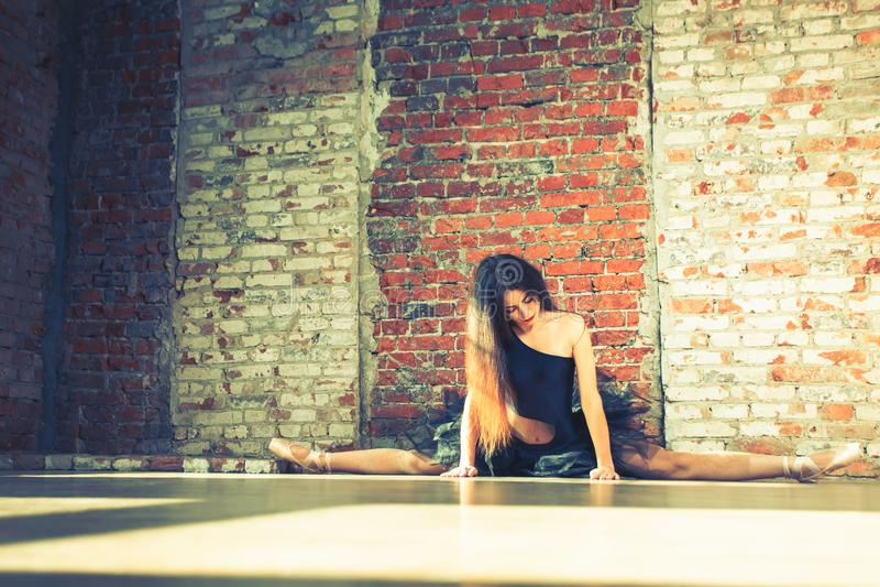 Ballare dell'interno, annata della ballerina Balletto sano di stile di vita fotografie stock