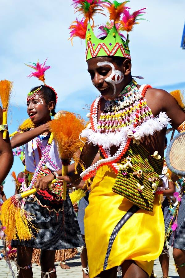 Ballare delle ragazze e dei ragazzi fotografie stock libere da diritti