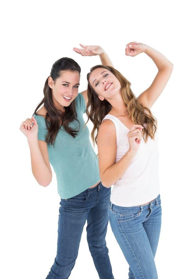 Ballare femminile allegro di due giovane amici fotografia stock