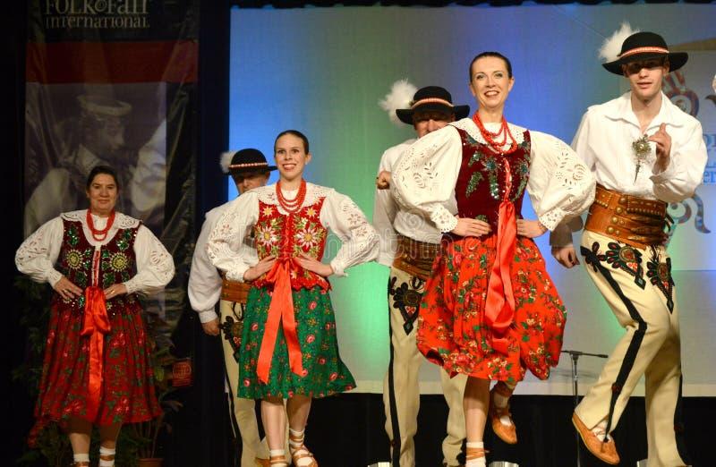 Ballare polacco di tre coppie fotografia stock libera da diritti