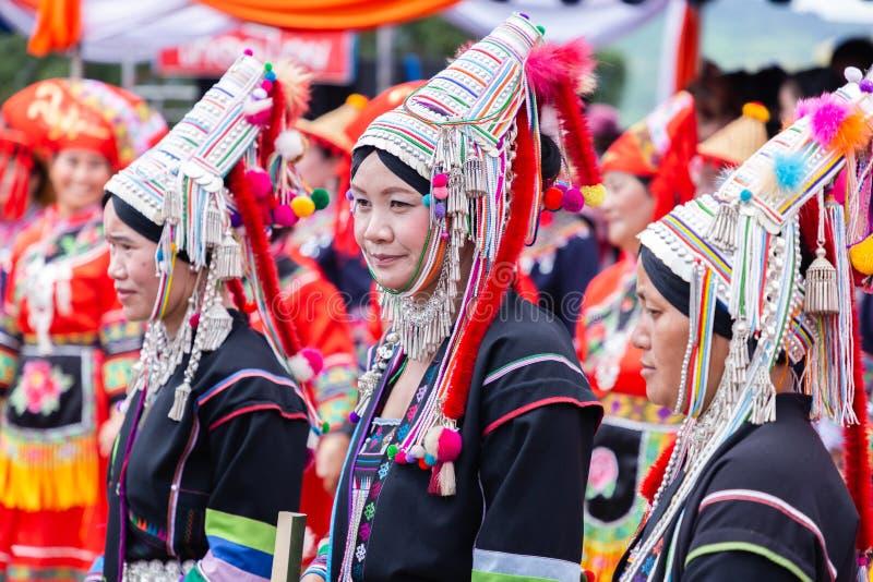 Ballare tradizionale di minoranza della tribù della collina di Akha sul festival dell'oscillazione di Akha fotografie stock libere da diritti