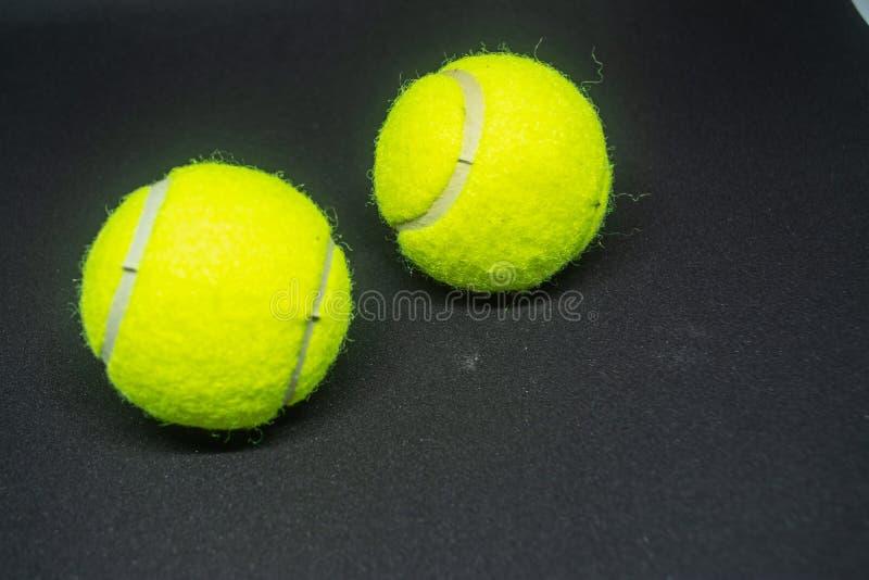 Balle de tennis jaune qui est équipement de sport pour le tennis en tant que sport international photos stock