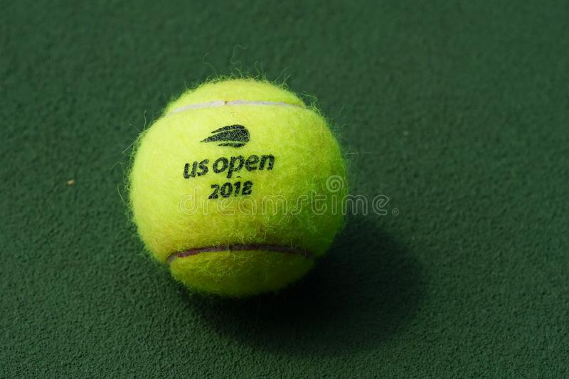 Balle de tennis de Wilson d'US Open chez Billie Jean King National Tennis Center à New York photos libres de droits