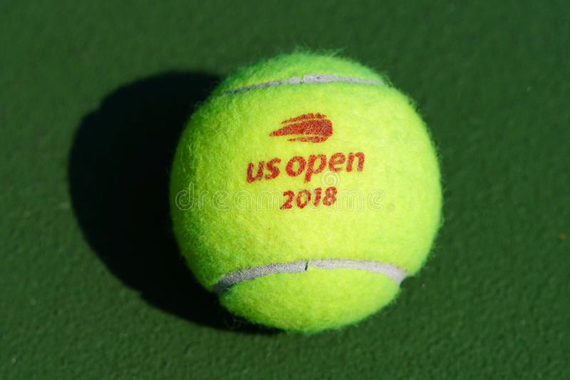 Balle de tennis de Wilson d'US Open chez Billie Jean King National Tennis Center à New York photographie stock