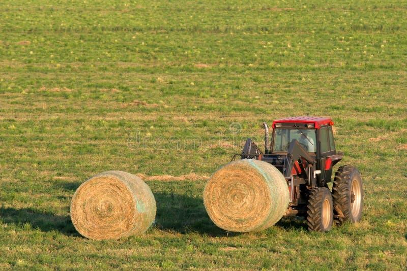 Download Balle Di Fieno E Del Coltivatore Immagine Stock - Immagine di podere, rancher: 214547