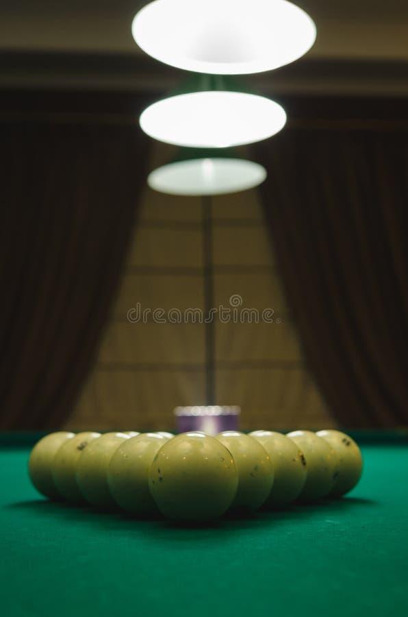 Ballen op de lijst voor biljartspel royalty-vrije stock foto
