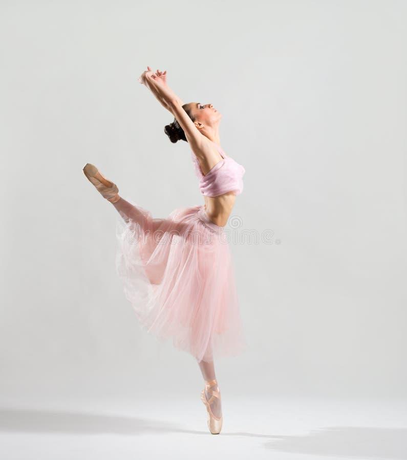 Ballerina auf grauer Version stockbilder
