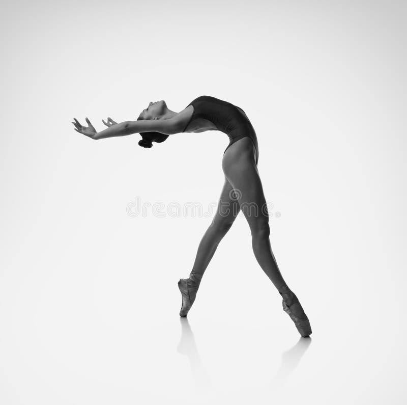 Ballerina böjer tillbaka arkivbilder