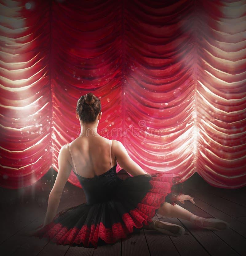 Ballerina bij theater royalty-vrije stock afbeelding