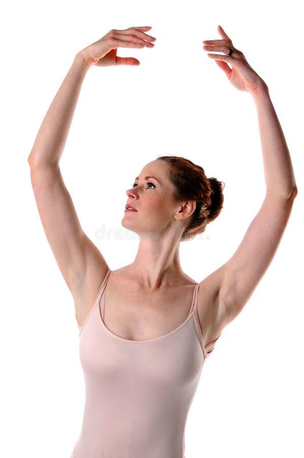 Ballerina che alza le braccia fotografia stock libera da diritti