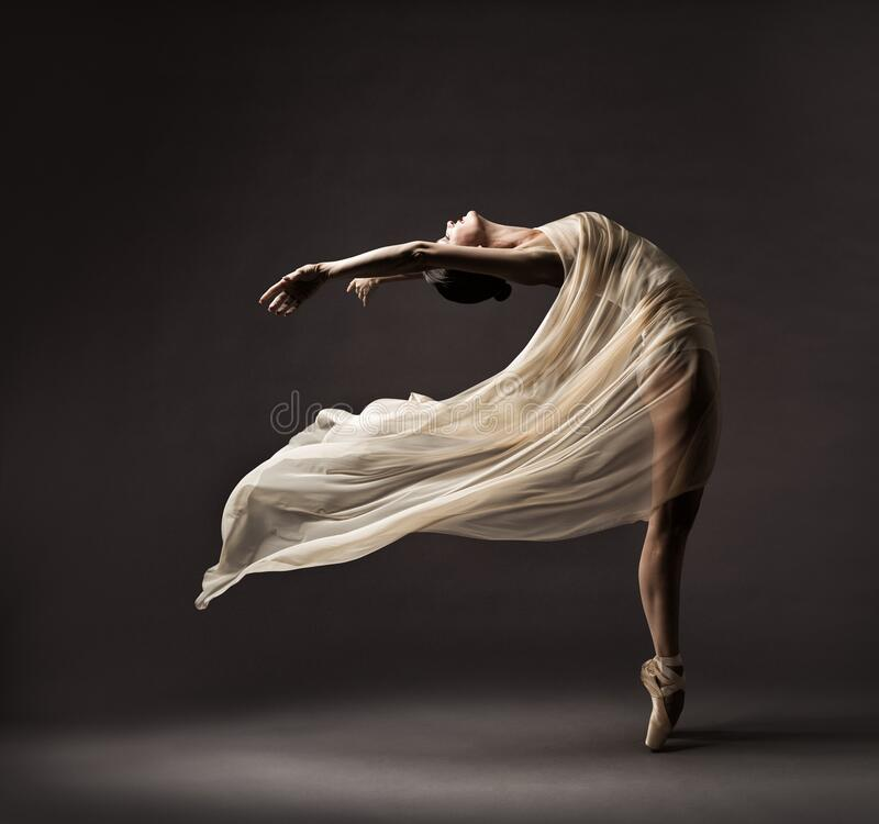 Free Ballerina Dancing With Silk Fabric, Modern Ballet Dancer In Fluttering Waving Cloth, Pointe Shoes, Gray Background Royalty Free Stock Photography - 196485887