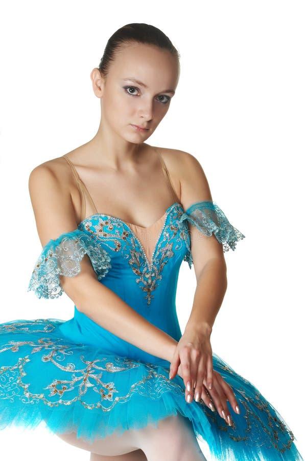 Ballerina in einer Haltung stockfotos