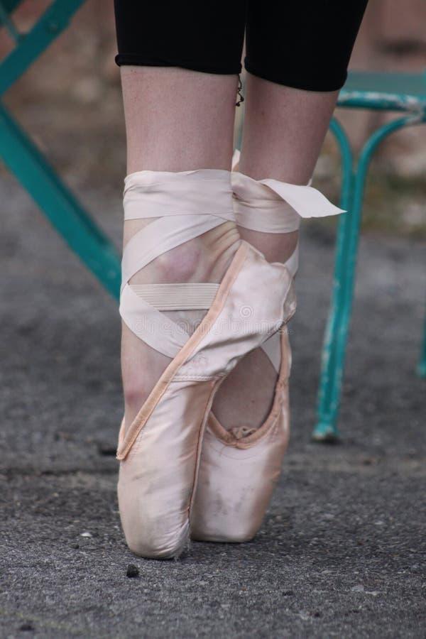 Ballerina-Füße lizenzfreie stockbilder