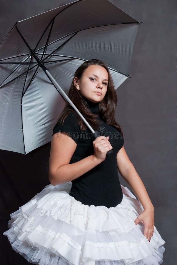 Ballerina mit Regenschirm stockfotos