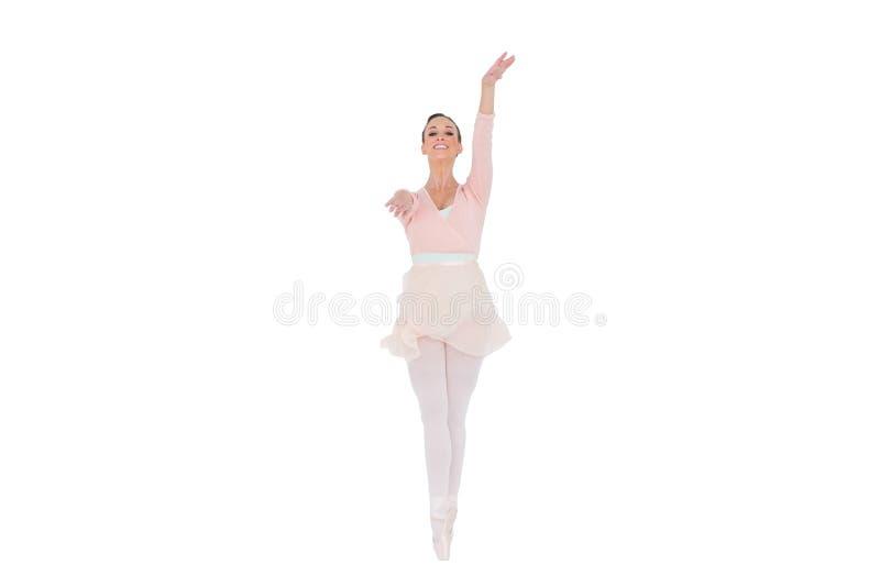 Ballerina sorridente con lei armi estese fotografie stock libere da diritti