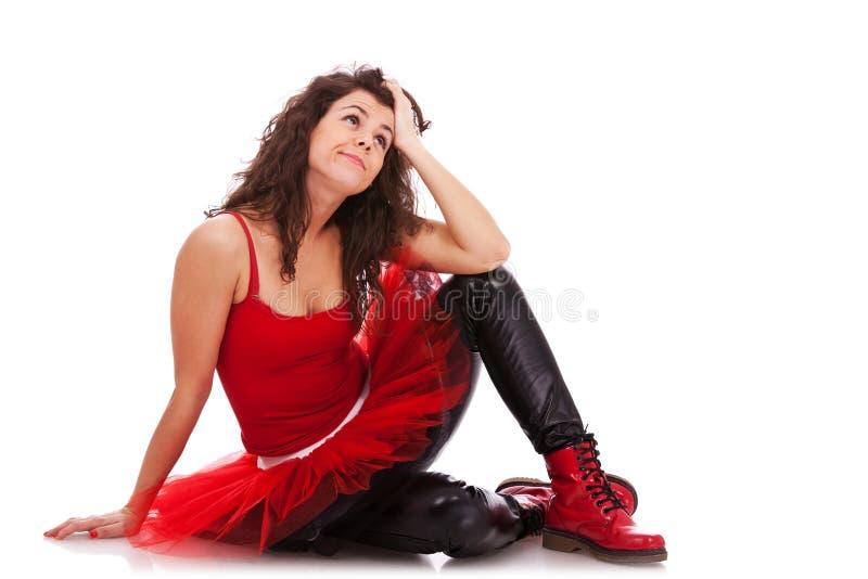 Ballerina sul pavimento che sembra pensive immagini stock