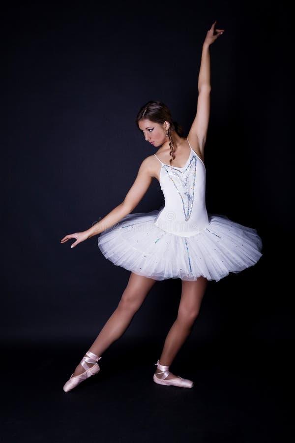 Ballerina in witte tutu royalty-vrije stock afbeeldingen