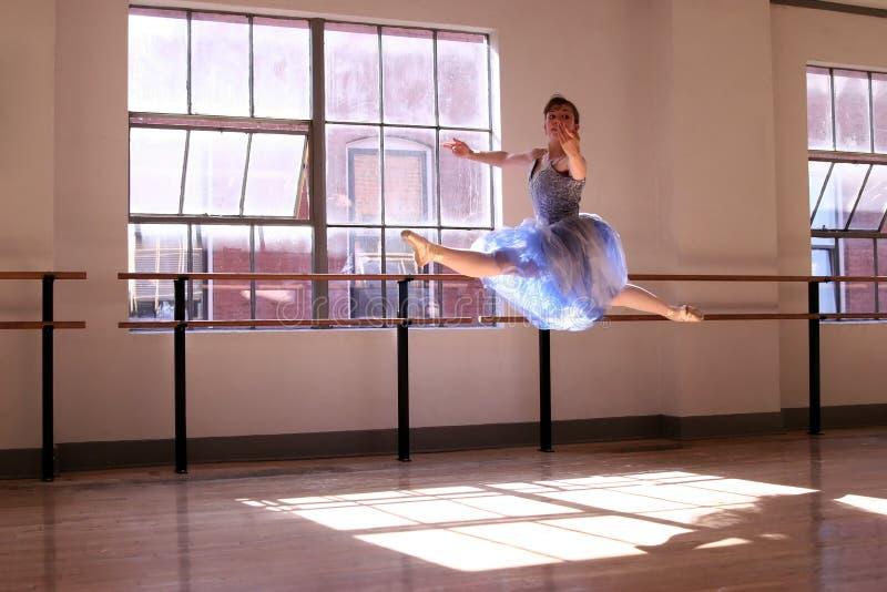 ballerinabanhoppning royaltyfria foton