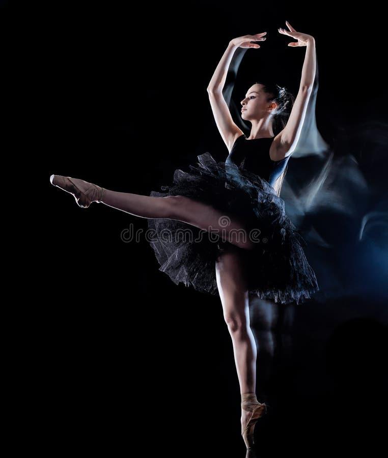 Ballerinadansare för ung kvinna som dansar isolerad svart bakgrundsljusmålning royaltyfria foton