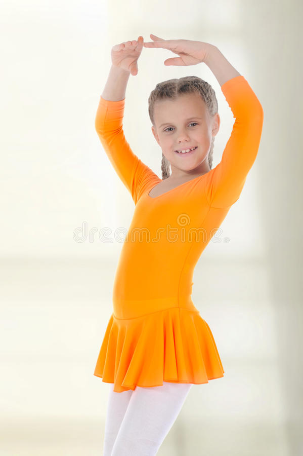 ballerinadansklänning little som är orange royaltyfri foto