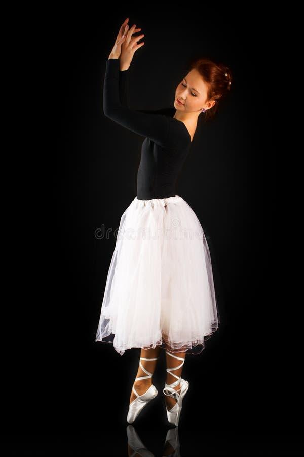 ballerinaen är härliga flickapunkter till royaltyfri fotografi