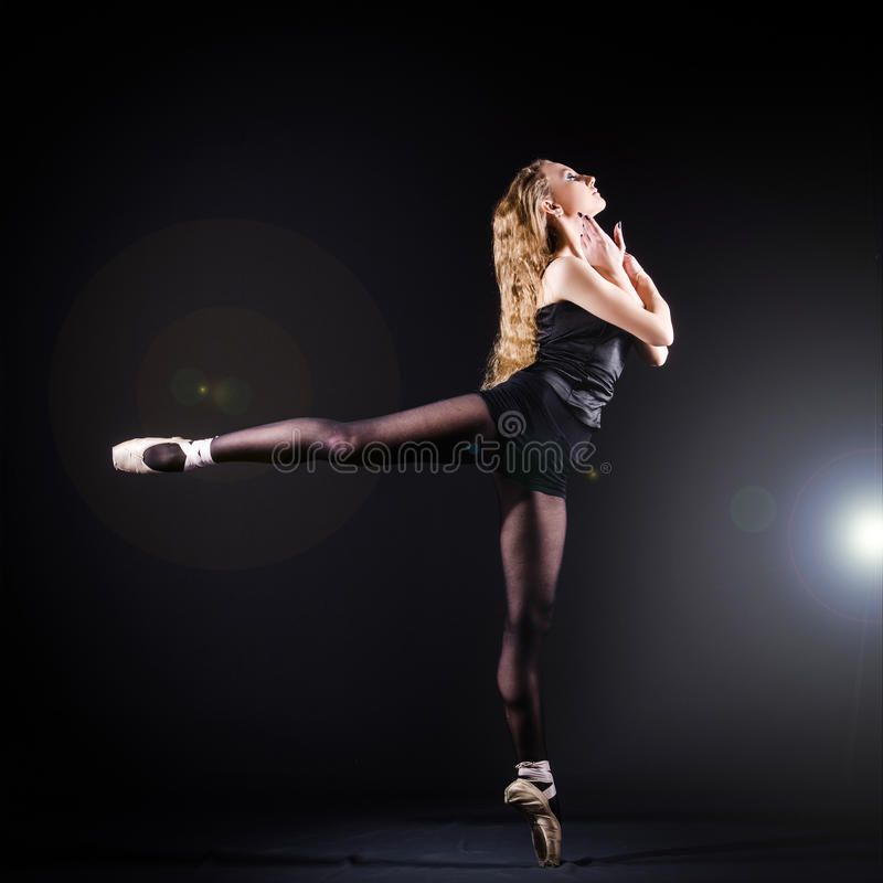 Ballerinatanzen lizenzfreie stockbilder