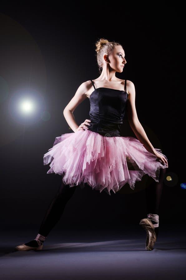 Ballerinatanzen lizenzfreies stockbild
