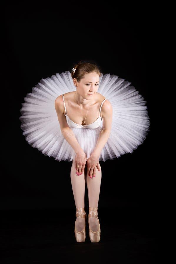 Ballerine classique dans une jupe blanche images libres de droits
