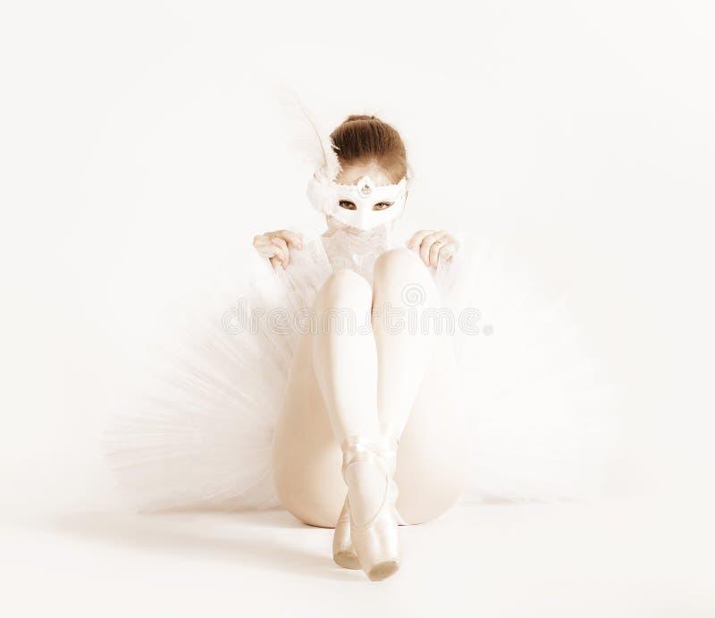 Ballerine dans le masque de carnaval photos libres de droits